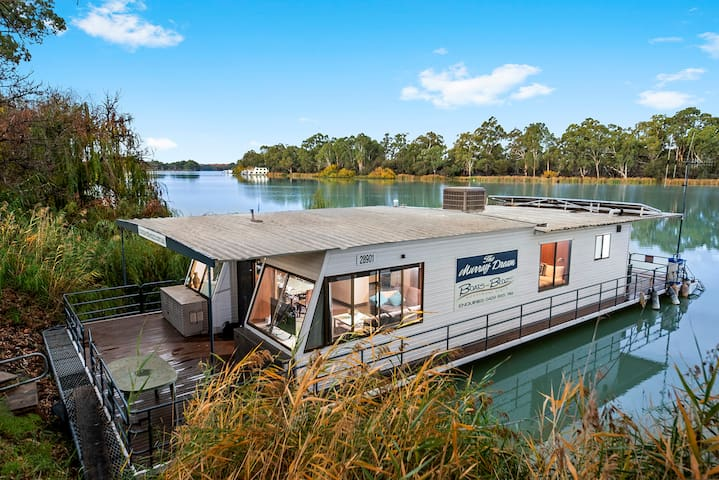 """Boats and Bedzzz """"Murray Dream"""" moored houseboat"""