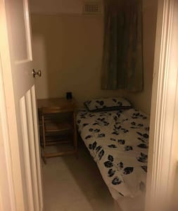 FREE B&B - Cosy warm single room in family home