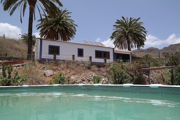 'Peace&Love' room,eco-villa Ecotara - San Bartolomé de Tirajana