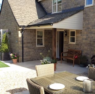 Cosy double room with private entrance and shower. - Didmarton - Hus