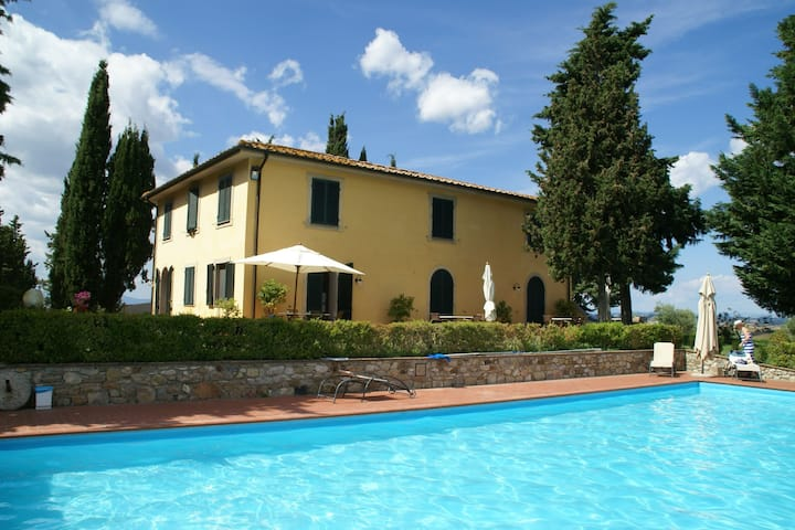 Apartment with a swimming pool in Orciatico