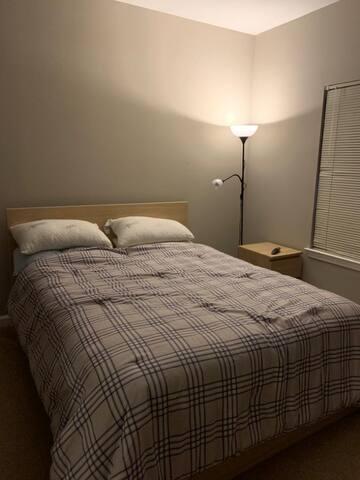 Amplia habitación disponible