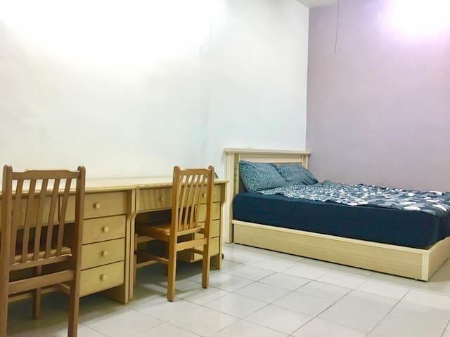 溫馨大套房-獨立衛浴私人套房-位於靜宜大學BRT旁