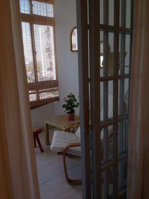 Terraza que comunica con  habitación de los huéspedes totalmente privada.