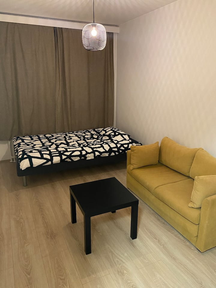 Comfy room with good proximity to the city