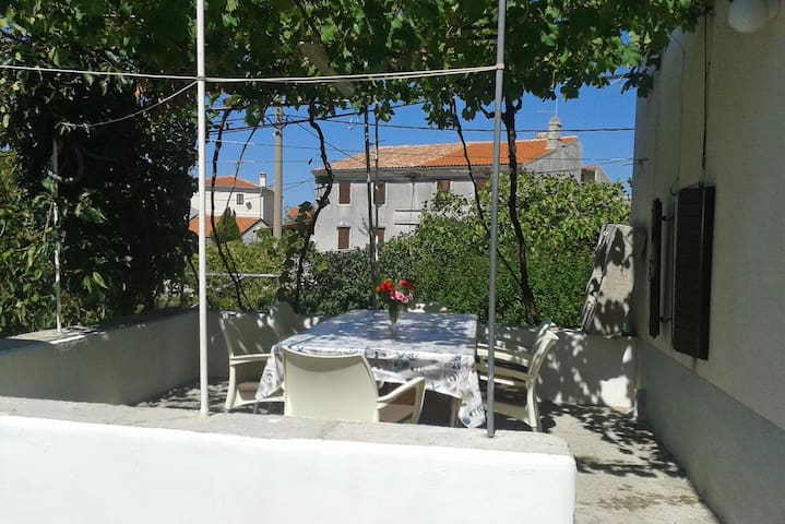 Three bedroom apartment with terrace Stivan (Cres) (A-385-a)