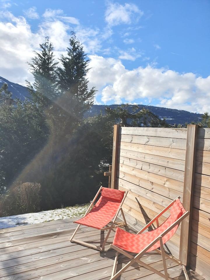 Spacieux studio terrasse centre village