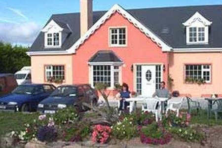 Lurraga House Bed and Breakfast - Tralee