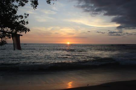 Vista Bela-Oceanfront Beach Cabin - Playa Callejones/Parisio,Guanacaste-Costa Rica - Blockhütte