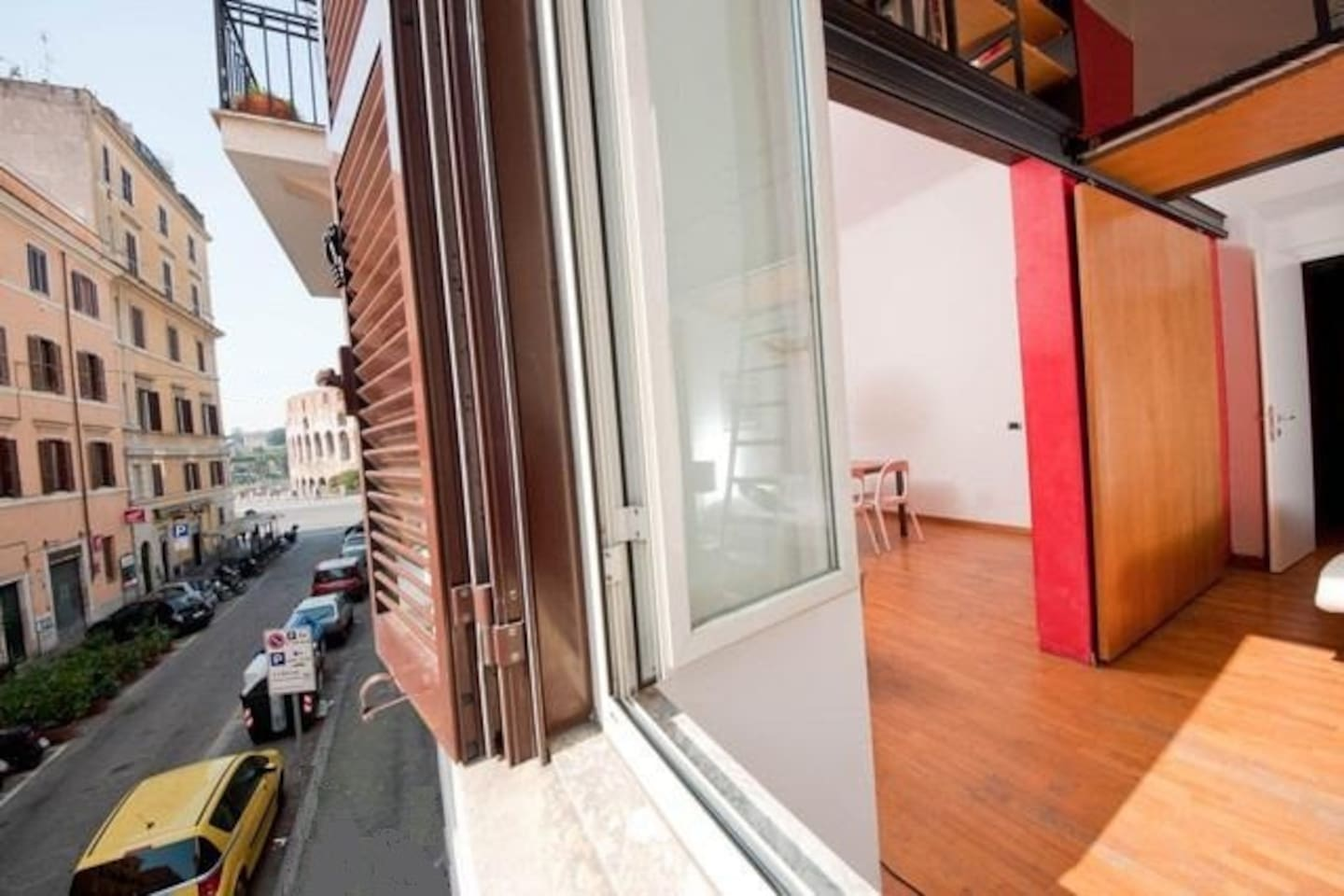 Large and bright apartment with views of Coliseum
