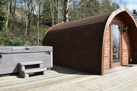 Honeybee glamping pod with hot tub