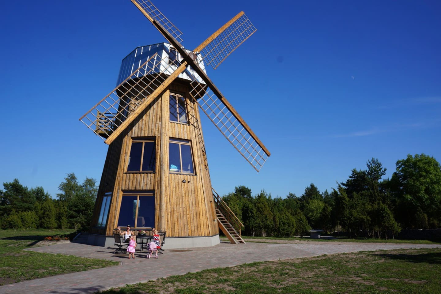 Windmill 1 is  a Suit located on the ground floor.