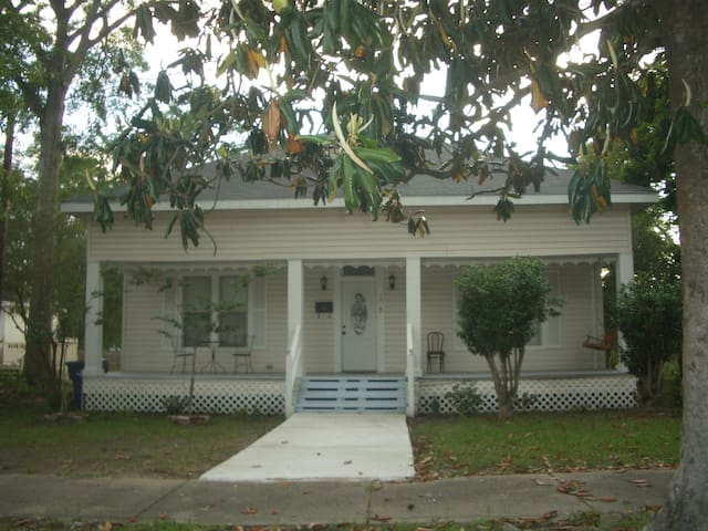 The Colonial Hse 205 N Royal St DeRidder, LA