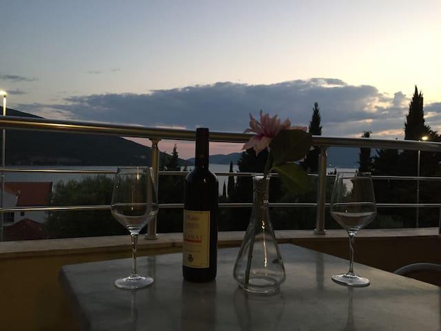 Herceg Novi/Kumbor - Condo with Astonishing View - Kumbor
