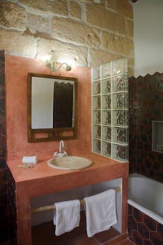 Habitación triple con baño en suite Matxani Gran
