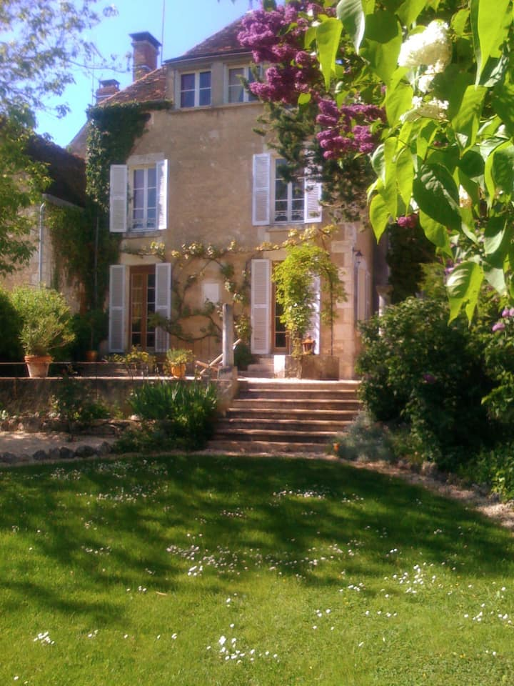 Praktfullt hus fra 1850 i Bourgogne