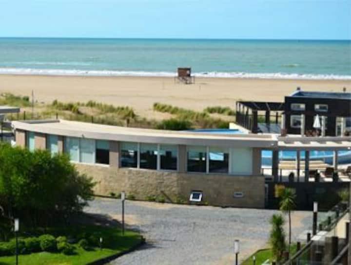 Apart hotel sobre la playa