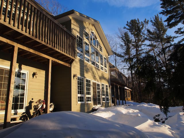 Spacious Lakeside Home - Sainte-Anne-des-Lacs - Rumah