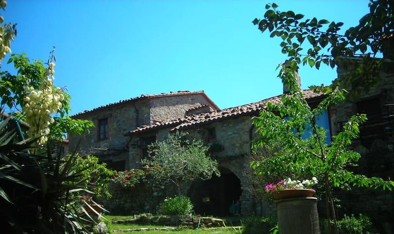 Holiday famrhouse w.pool in Umbria1 - Montegiove - Casa