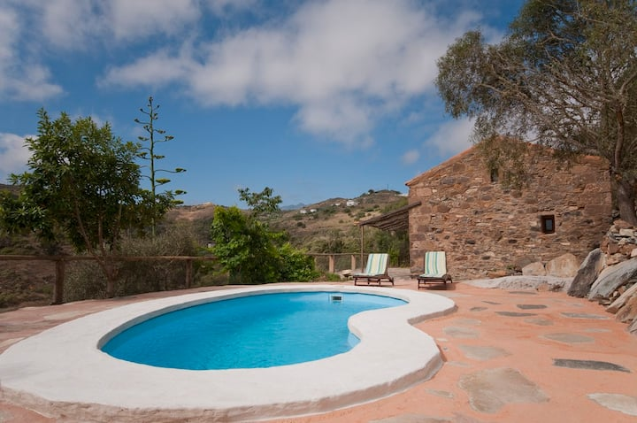 Holiday Cottage with pool (GC0100)