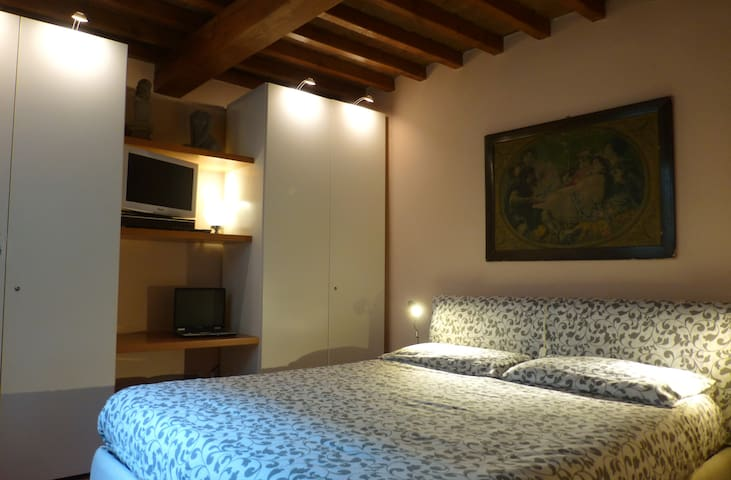 Room in ancient house PontediMezzo - Parma - Ev