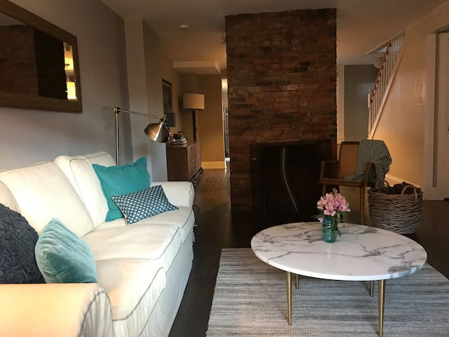 Cozy, Convenient & Fully Furnished