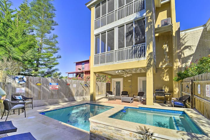 Updated South Padre home w/ Pool, ½ block to Beach
