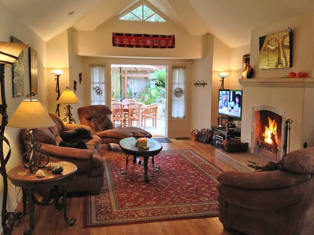 Relax in the great room with raised ceilings and gas/wood burning fireplace. Cable HDTV, DVD & wifi are all provided.