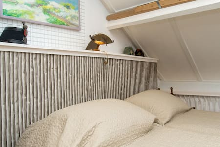 Spacious sunny attic, 35 m2 - Nootdorp