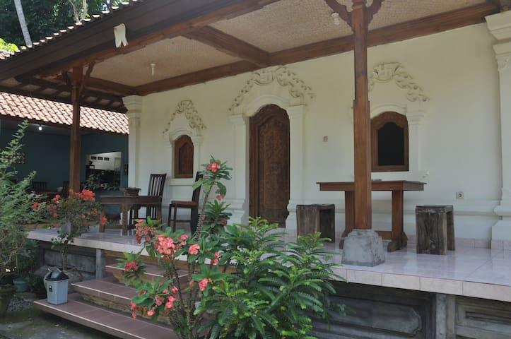 Bali lebendige Erfahrung, Budakeling