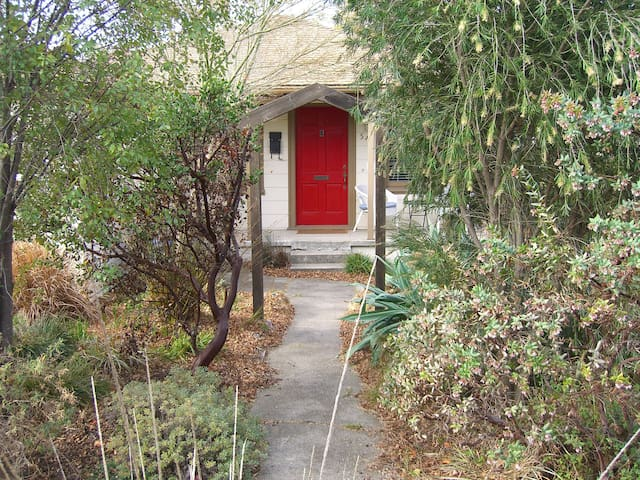 Charming garden home near BART - El Cerrito - Haus