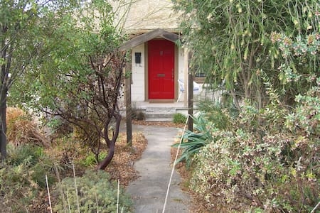 Charming garden home near BART - El Cerrito