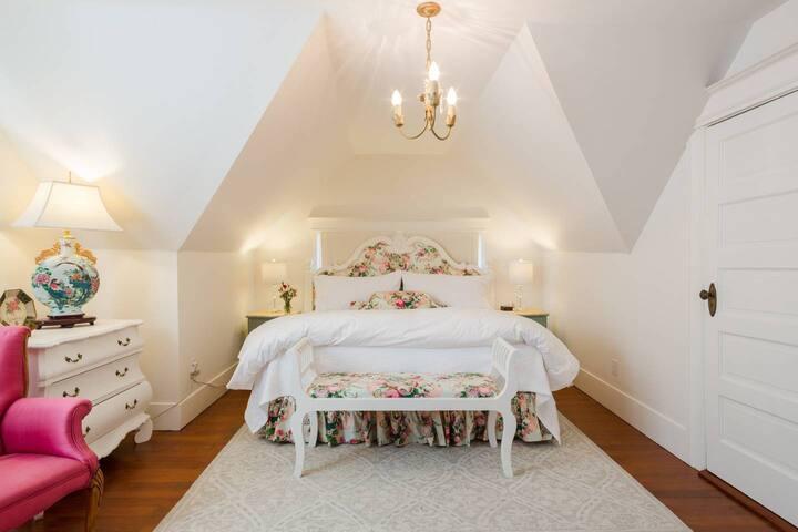 Wisteria King Garden Suite