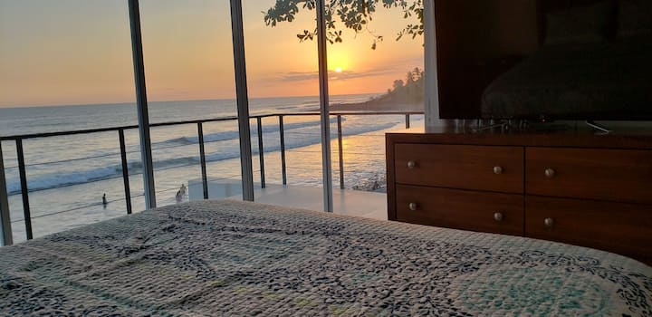 Luxury Beach Front House. Surf in Surf out