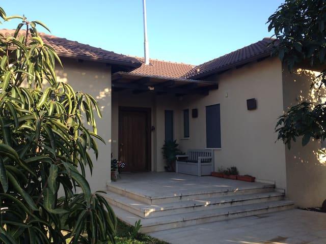 A great house for a summer vacation - Beit Yitzhak-Sha'ar Hefer - Maison