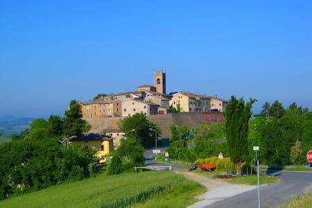 Dimora tipica dentro il borgo   - Montefabbri
