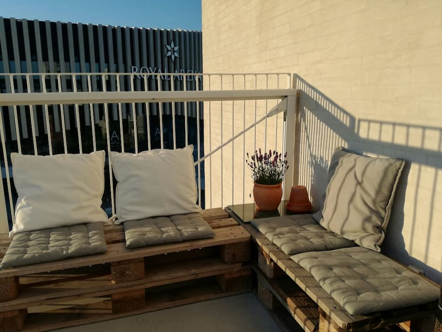 Balcony with sun from 3pm to sunset