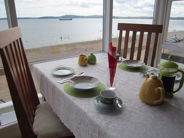 Beachfront Seashells B+B; Sleeps 4 - Duncannon - Bed & Breakfast