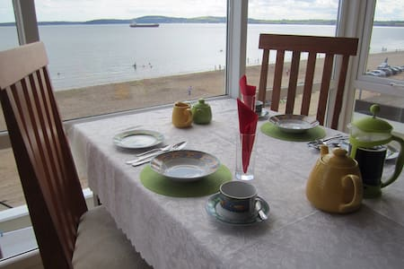 Beachfront Seashells B+B; Sleeps 4