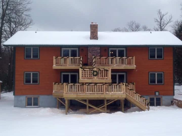 Unit #2 Lumberjack Lodge- Trailside