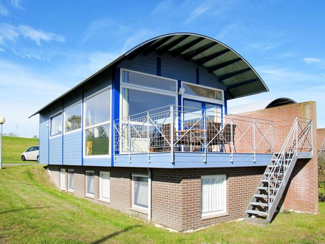 Cozy holiday home in Lauwersmeer for 6 persons