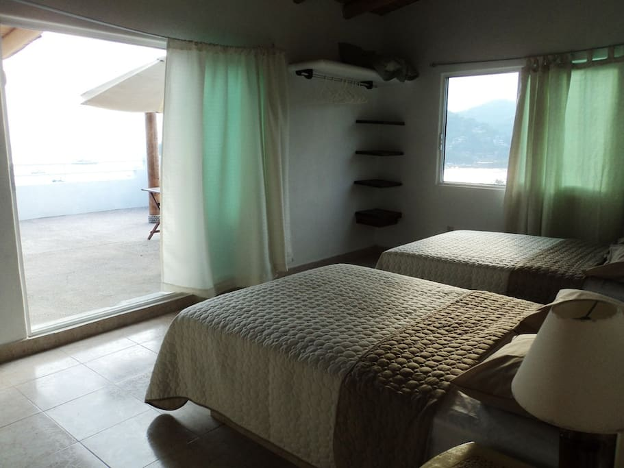 Bedroom with terrace / ocean view