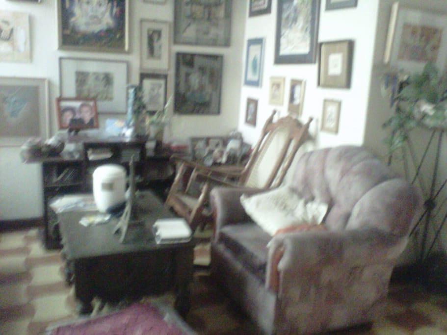 Apartamento tipo casa-museo-galeria, lleno de obras de arte