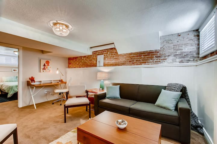 Charming 3 Bedroom Baker Apt - Close to Everything