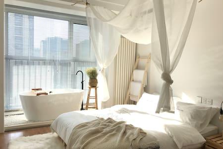 【未晚·柒·云水谣】CBD万达|热水浴缸|高清投影|高级公寓住宅|近五四广场 | 连住优惠~