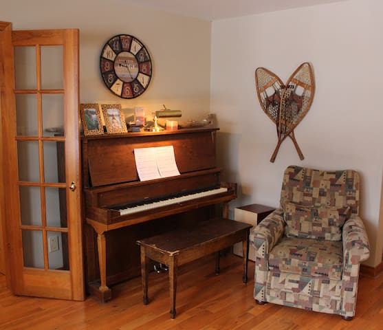Piano, tuned and ready to play!