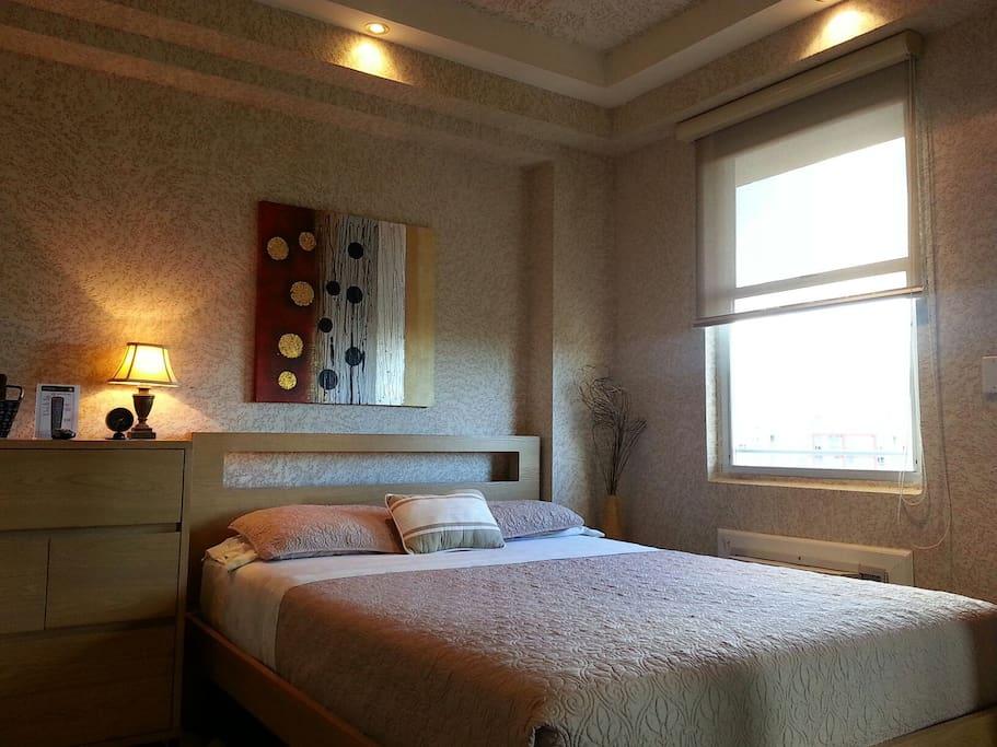 Comfortable Queen size bed / TV