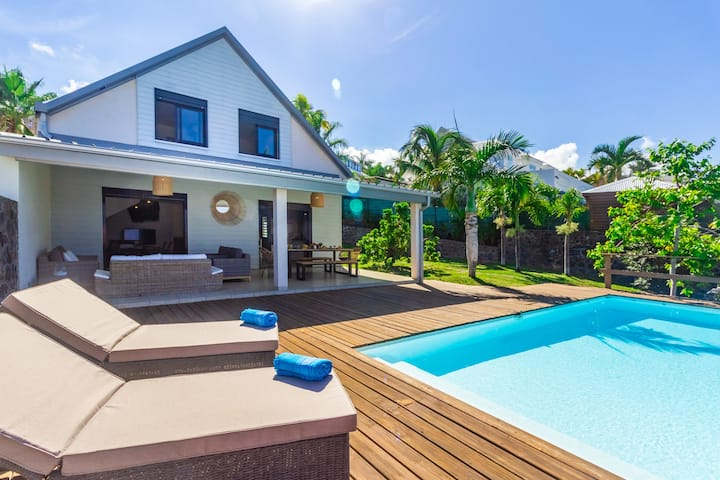 Villa Elysee - sea view and pool in St Gilles