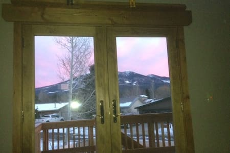 Penthouse luxury looking at San Francisco Peaks ! - Flagstaff - 独立屋