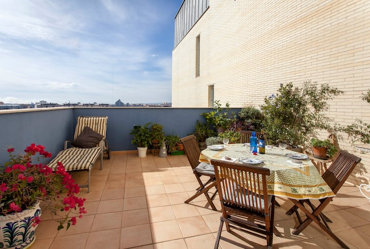 Penthouse with terrace, pool and parking, Valencia